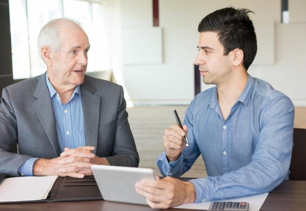 ¿Por qué contratar un consultor pudiendo contratar seniority?