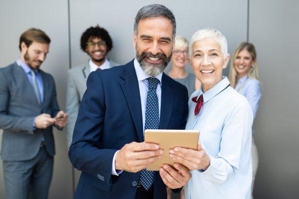 La calidad de agregar profesionales de más de 50 años a tu empresa